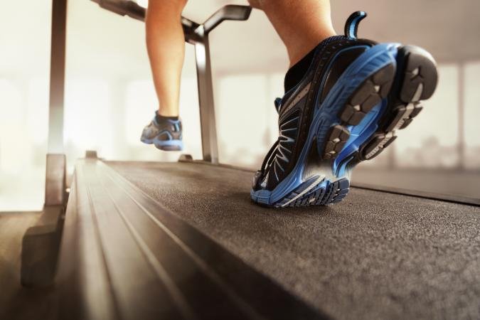 Kinh nghiệm chọn mua giày để tập với máy tập chạy bộ tại nhà